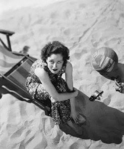 Joan+Crawford+sm+beach+vintagegal.tumblr.com